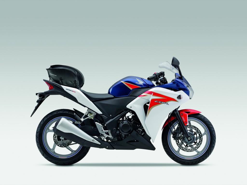 http://2.bp.blogspot.com/-8xfHnW3EOHA/TeU04JwaceI/AAAAAAAAAk4/iwJWvopfgCc/s1600/2011-Honda-CBR250R-Tricolor.jpg