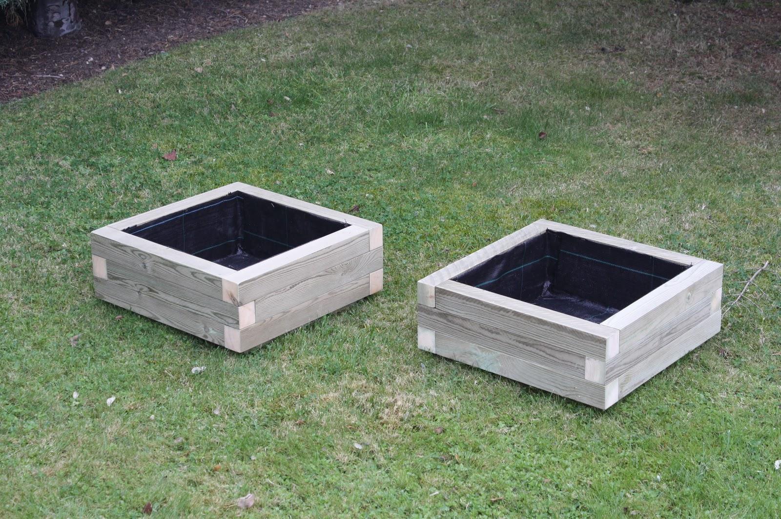 Maceteros y jardineras c a maceteros de madera tratada - Maceteros de interior ...