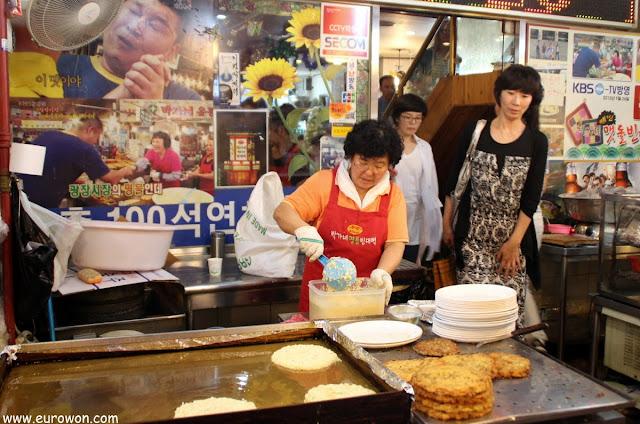Restaurante de Park Ga-ne en el mercado Gwangjang