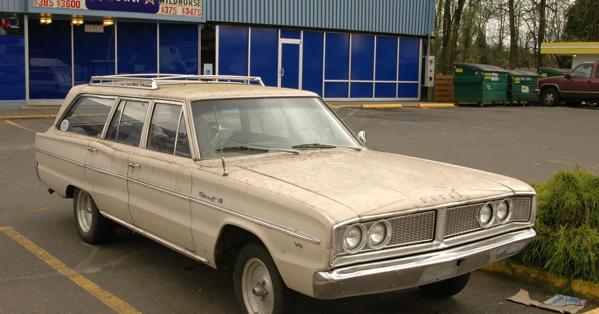 OLD PARKED CARS.: 1966 Dodge Coronet 440 Wagon.