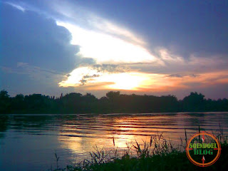 Senja di Tepi Danau