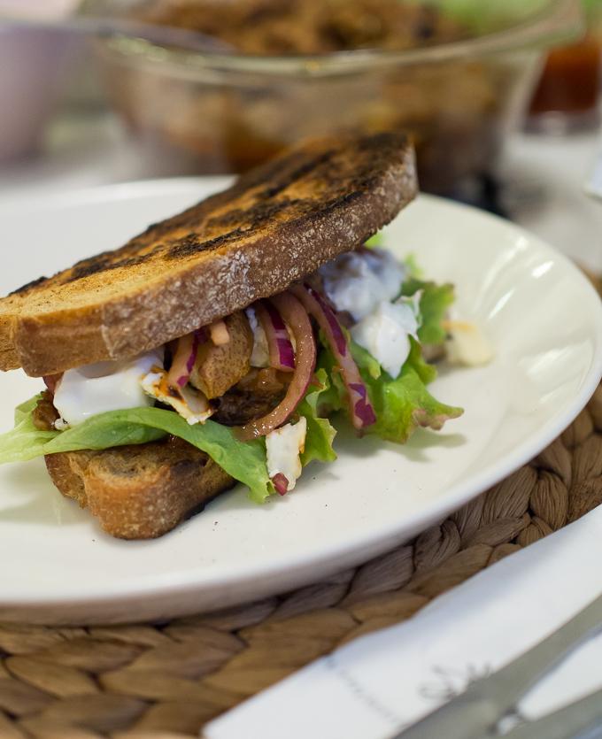 nyhtöpossu hampurilaiset, miehen lempiruoka, pulled pork hamburger, pulled sandwich