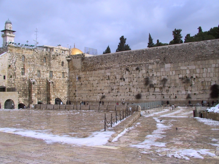 A Tenda Na Rocha Reconstru 237 Ndo Com Pedras Queimadas Neemias