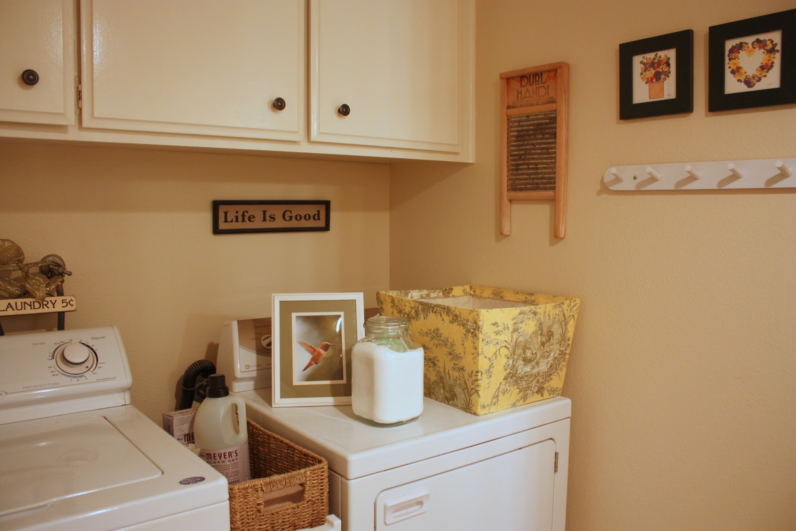BALANCED STYLE: My Humble Laundry Room