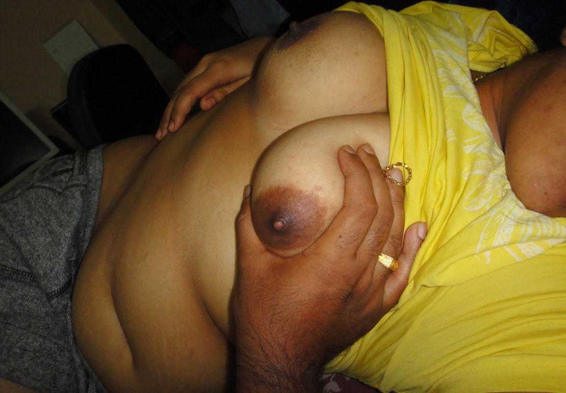 Indian Girl Showing Her Juicy Nude Boobs