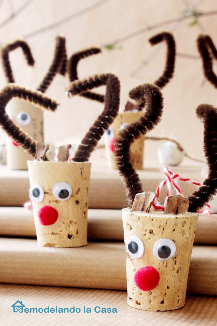 Wine cork reindeer ornament remodelando la casa
