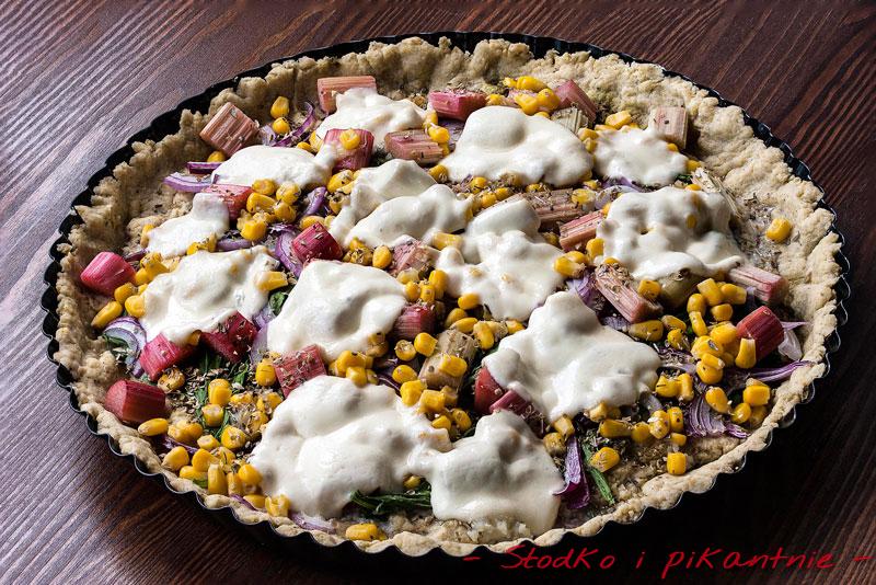 Gotowa tarta z rabarbarem