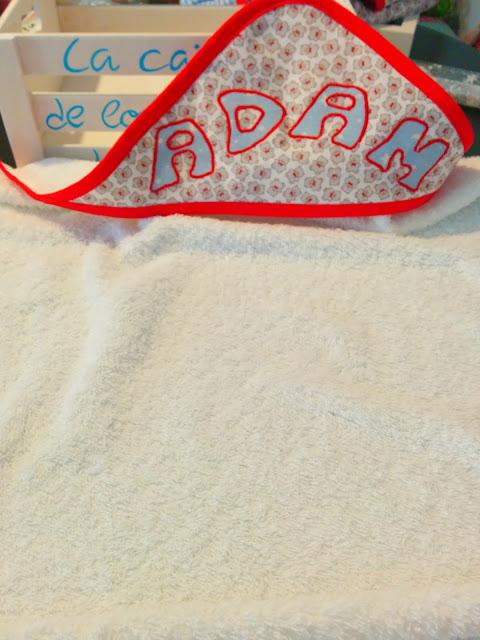 Capa de baño artesanal y personalizada con nombre