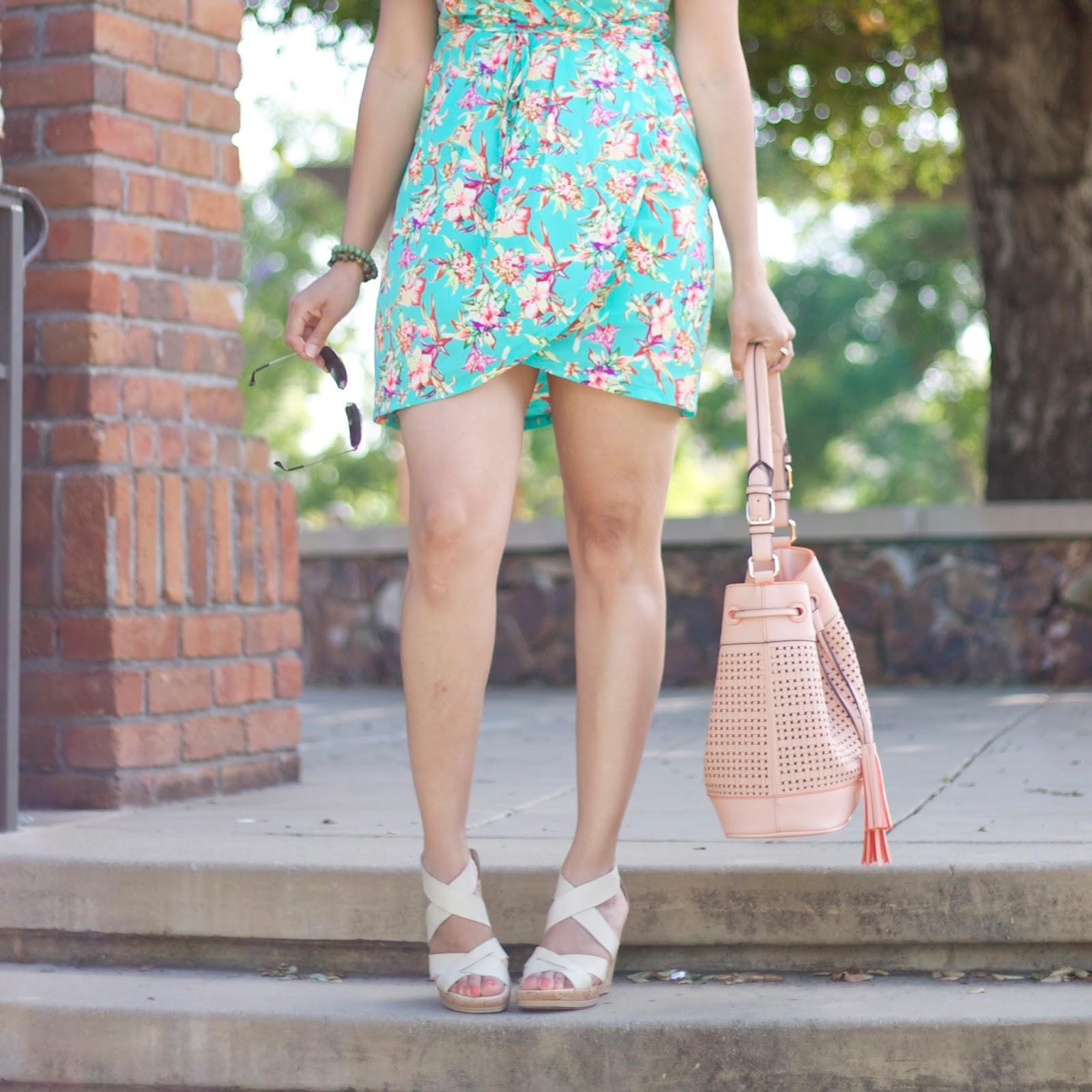 Summer outfit details, bucket bag, peach bucket bag, stylish bucket bag