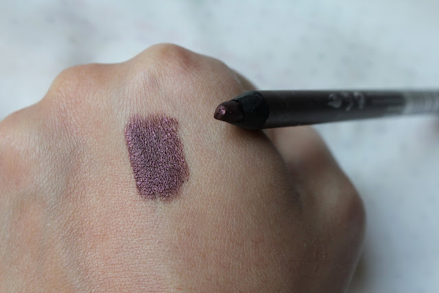 note smokey eye pencil