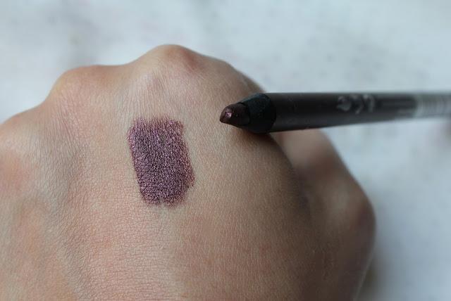 note smokey eye pencil