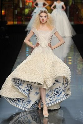 Pettibone S Tels Dior Put The Blue And White Porcelain In Their Wedding Dresses It Looks Elegant Clical Do You Want Your Day