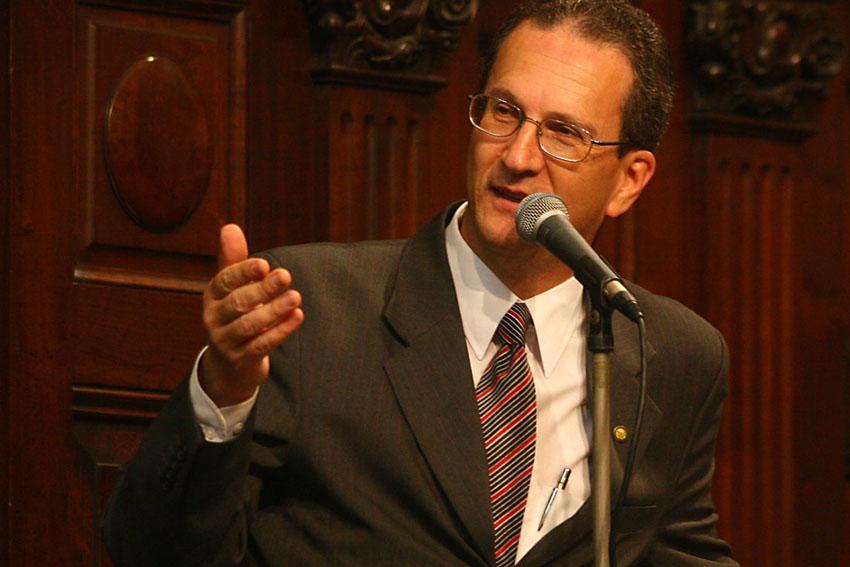 Deputado Nilton Salomão exige redução na tarifa de gás