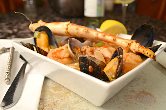 Cioppino-Italian-Fishermans-Stew-Lemon.jpg