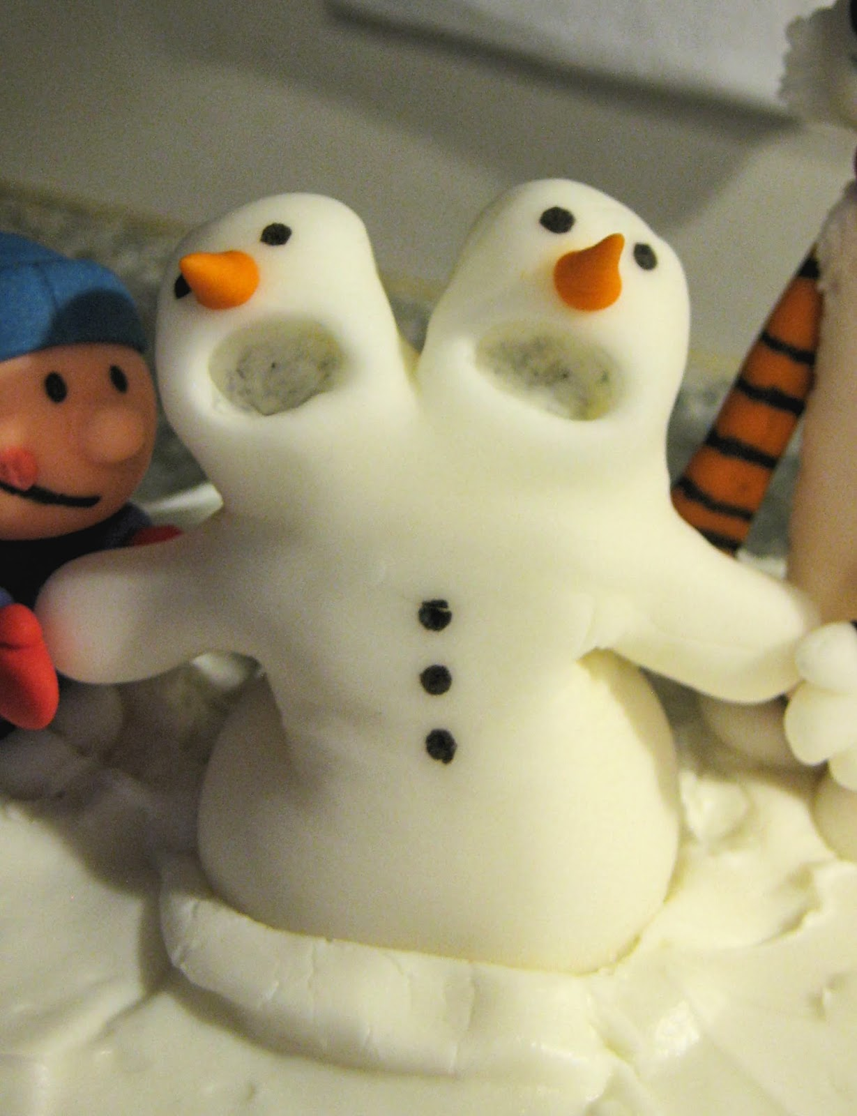 Calvin and Hobbes Snowmen Cake - Two Headed Fondant Snowman