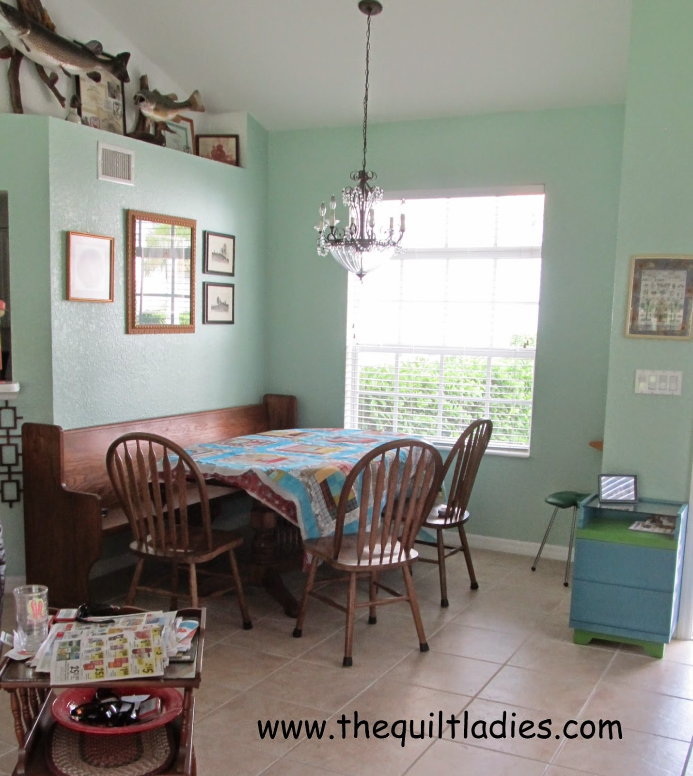 The quilt ladies book collection holiday a quilting on my for Dining room quilter