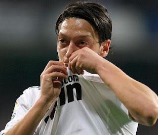 Mesut Özil le declaró amor eterno al Real Madrid