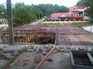 24 Mac 2011; lantai tingkat atas sedang dibina