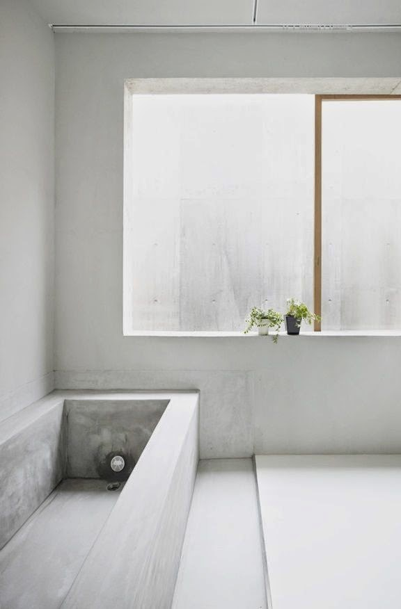 Concrete and polished plaster in bathroom norse white for Polished concrete floor bathroom