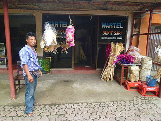 Tienda de adornos para las fiestas en Bali