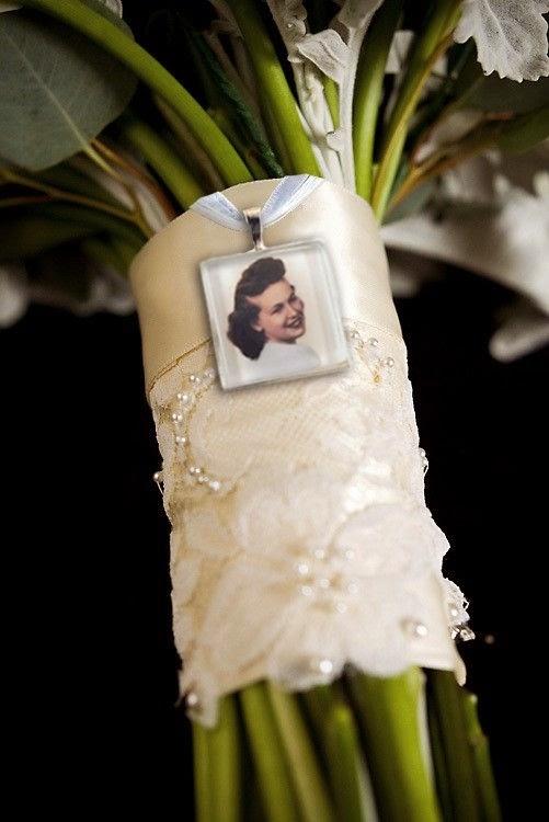 ramos de novia originales con fotografias camafeos broches blog bodas