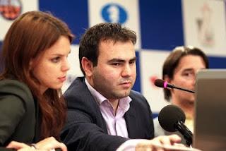 Échecs : Anastasiya Karlovich, Shakhriyar Mamedyarov et Alexander Morozevich lors de leur conférence de presse d'après partie