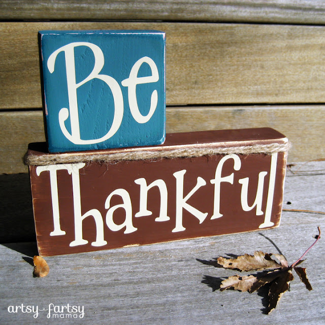 Be Thankful Stacker at artsyfartsymama.com #Thanksgiving #falldecor #thankful