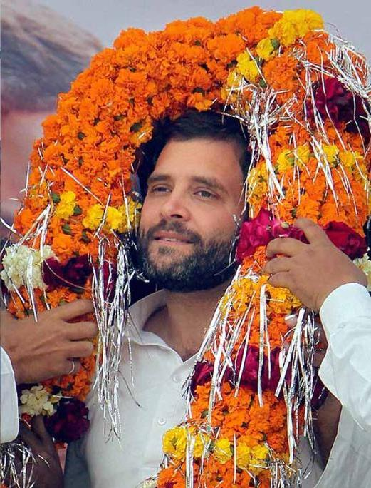 Rahul Gandhi practicing to receive garlands from 16,000 tribal women.