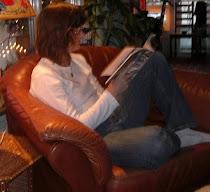 Carolina läser...