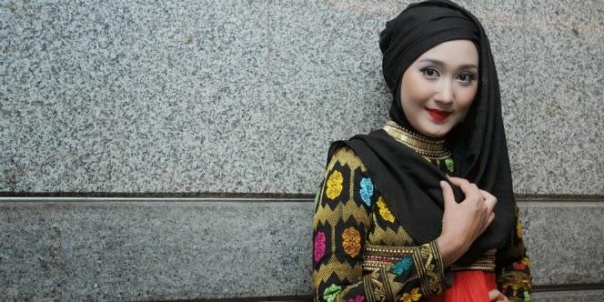 koleksi dari kain khas Lombok yang bertema Tambora