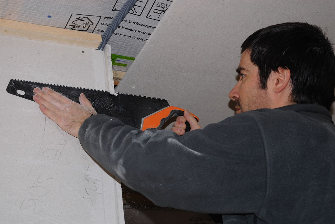 Paille en diois plafonds suite poele suite faux colombage - Couper plinthe angle sortant ...