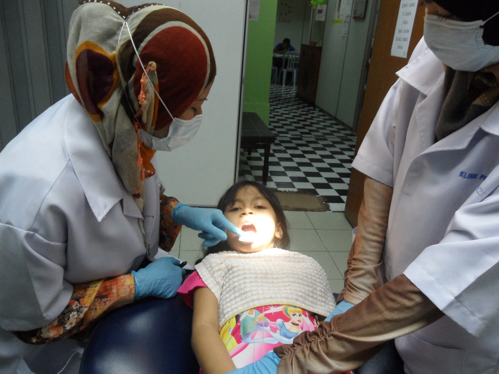im dating my dentist So how should i make proper advances towards my dentist  a new dentist if you're going to start dating could be  dentist nowadays, if i''m.