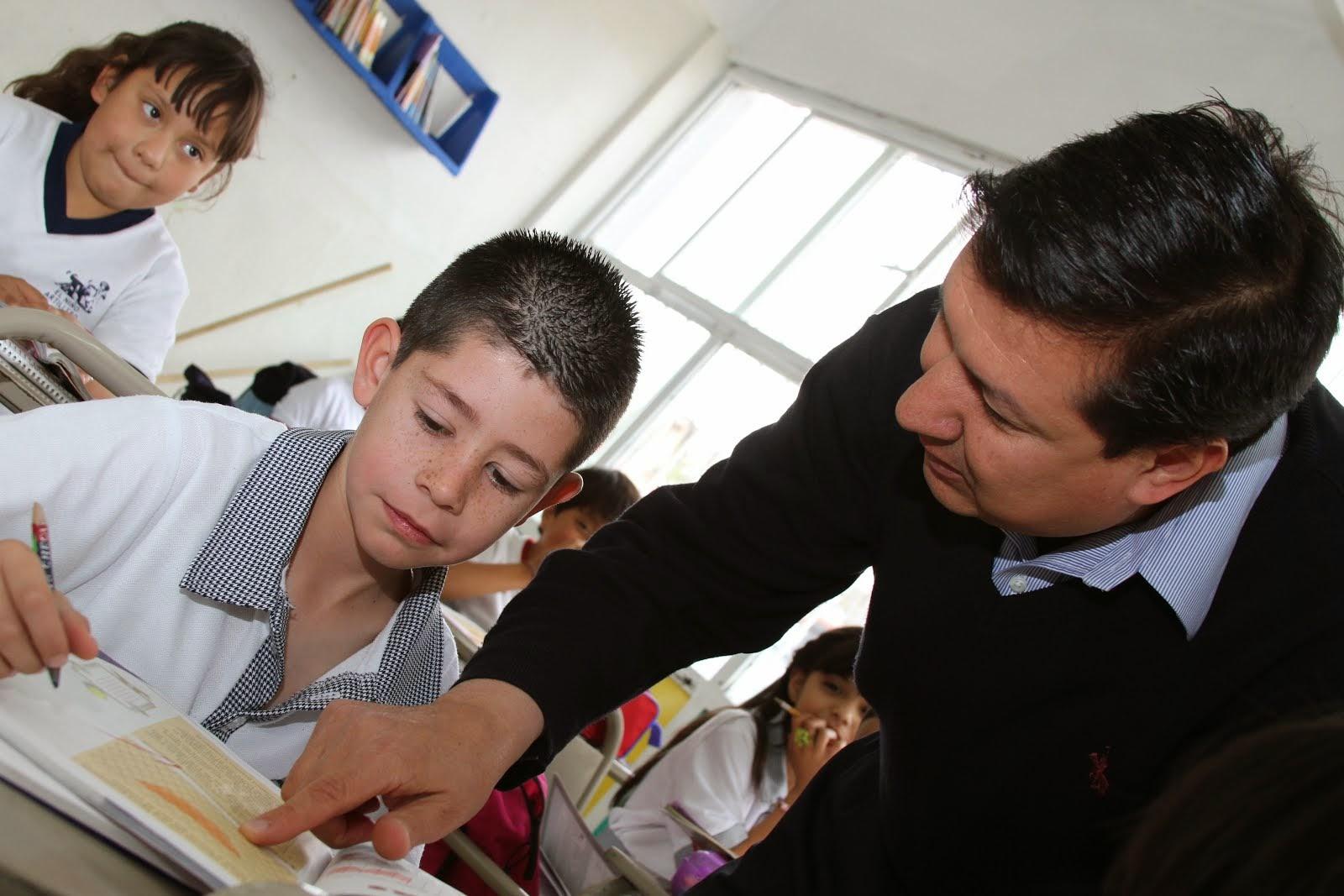 Iea lanza la convocatoria para obtener la medalla maestro for Convocatoria de maestros