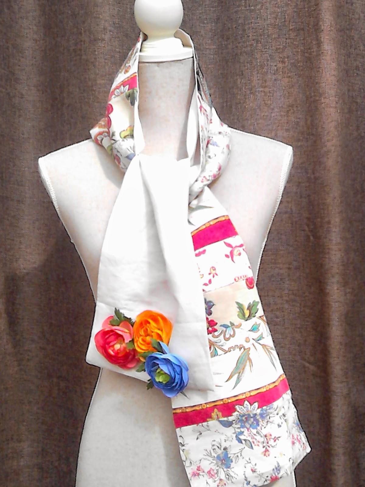 A ce joli foulard fleuri, une touche