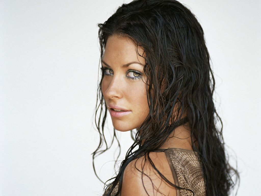 Evangeline Lilly Hot Pictures Photo Gallery Amp Wallpapers