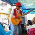 Cantantes en los autobuses de Yakarta