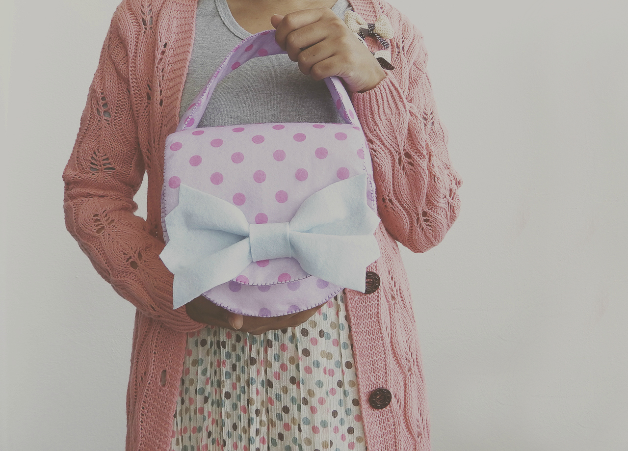 diy felt camera bag, handbag, cute handmade bag, tutorial, do it yourself, sewing, sew, easy