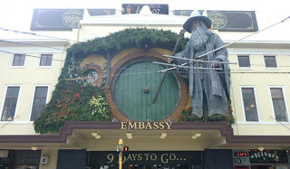 the hobbit an unexpected journey, giant statue of gandalf