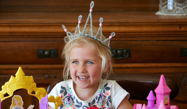 http://blogs.kidspot.com.au/villagevoices/make-a-pretty-princess-crown/