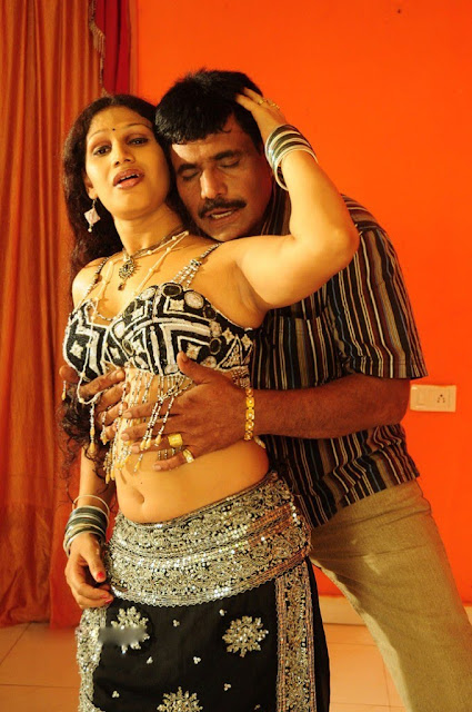 Hot Telugu Aunty Cleavages