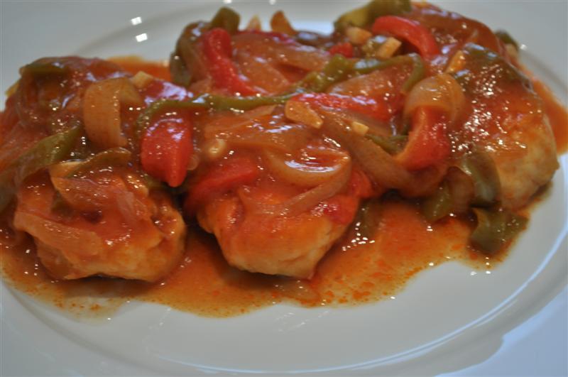 Cocinando entre apuntes filetes de merluza con piperrada for Cocinar filetes de merluza