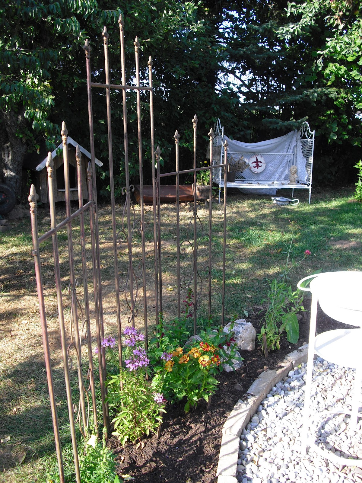 cecilia 39 s garden. Black Bedroom Furniture Sets. Home Design Ideas
