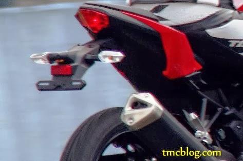Ini dia sedikit bocoran bentuk Kawasaki Ninja 250 FI 1 silinder . . . IMHO over all lebih terlihat proposional . . .