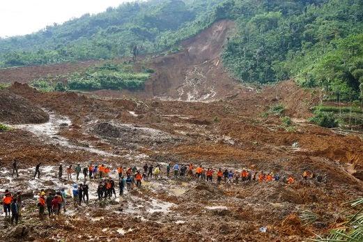 8 maut 100 hilang tanah runtuh landa Jawa Tengah