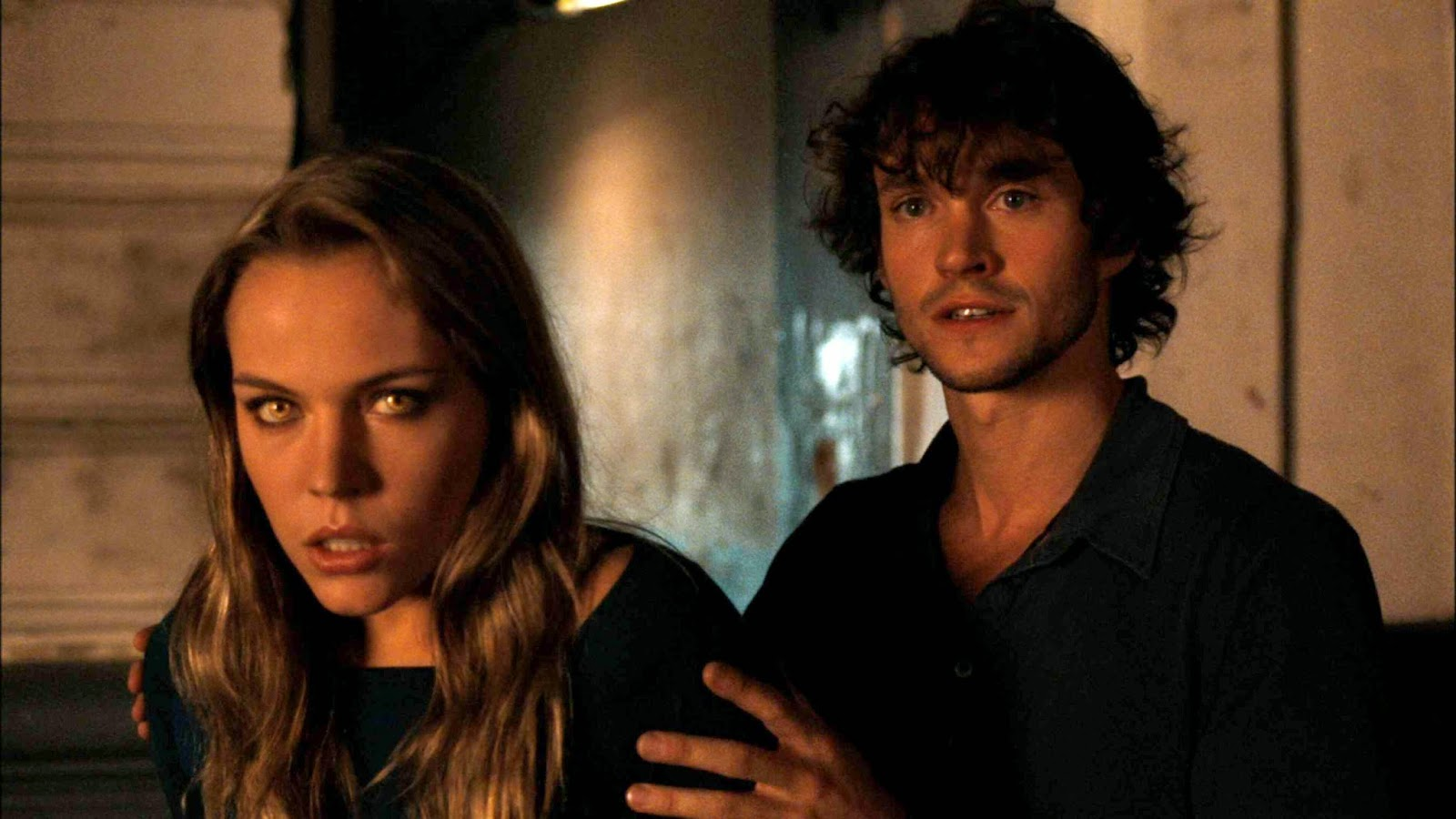 Agnes Bruckner and Hugh Dancy in Blood and Chocolate