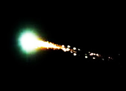 http://silentobserver68.blogspot.com/2012/12/fire-in-sky-bright-fireball-lights-up.html