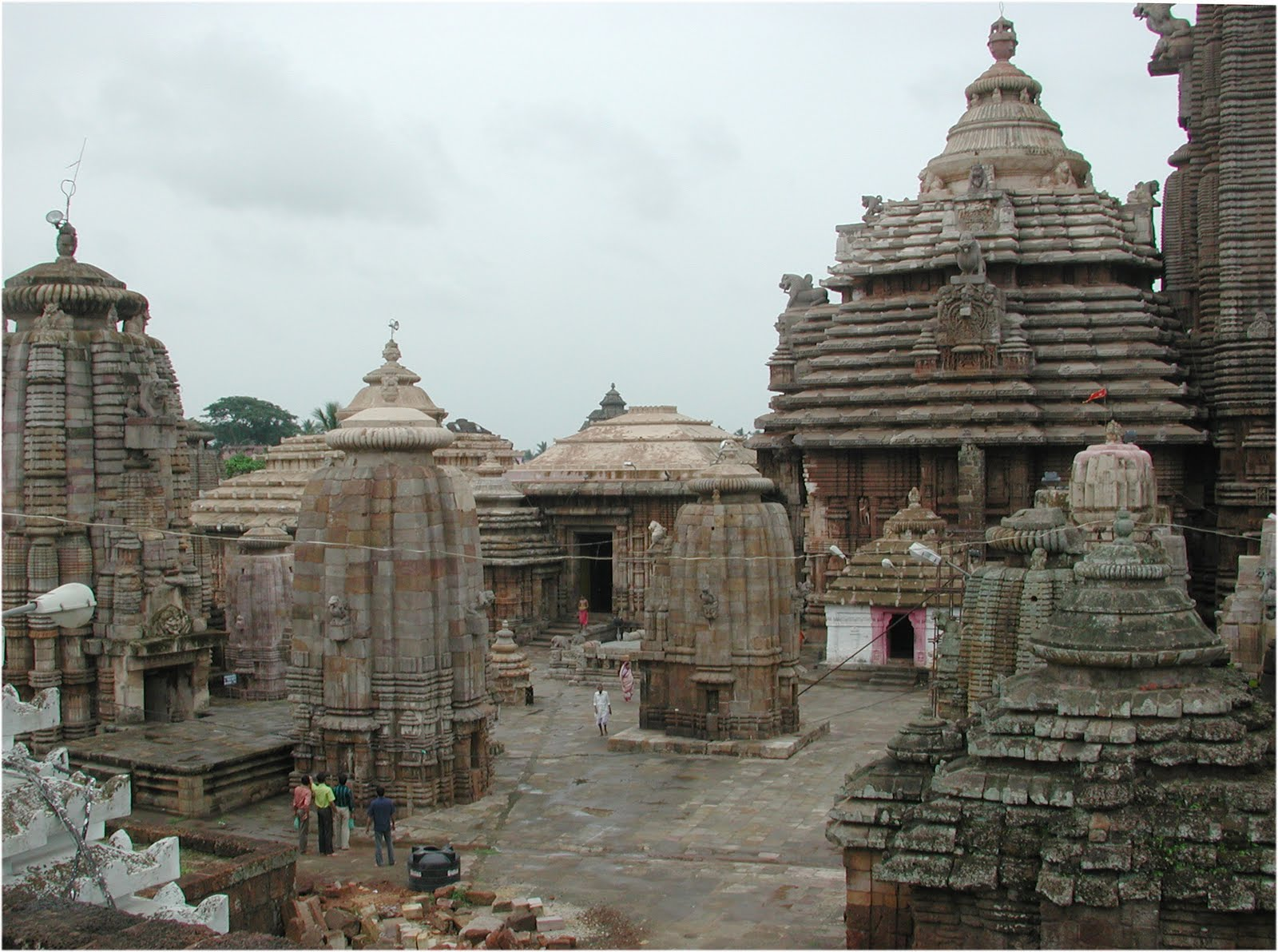 Tourism of odisha lingaraj temple of bhubaneswar for Architecture design for home in odisha
