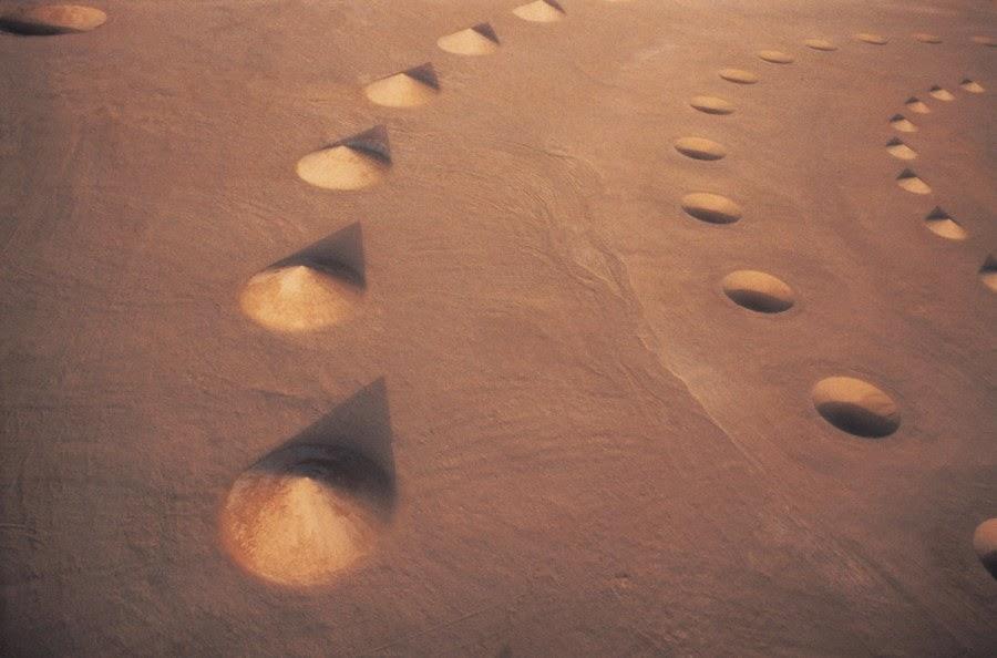 صورة من أعلى لجزء من نفس الصحراء