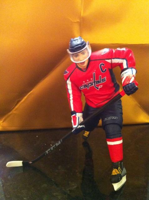 ALEX OVECHKIN ORNAMENT WASHINGTON CAPITALS NHL HOCKEY 2011 HALLMARK KEEPSAKE  NEW.    6d6f86942f1a