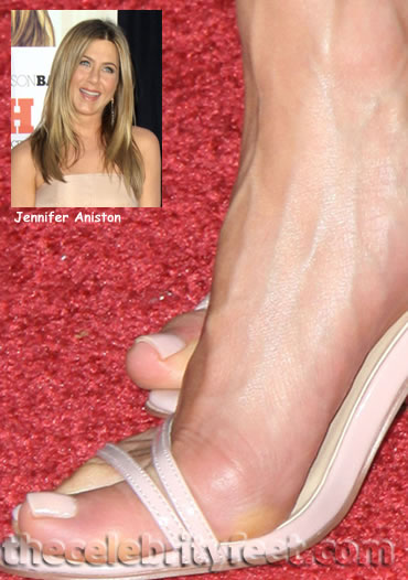 jennifer aniston feet kiss